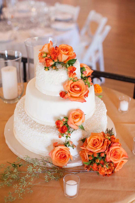 2-summer-tangerine-wedding-cake.jpg