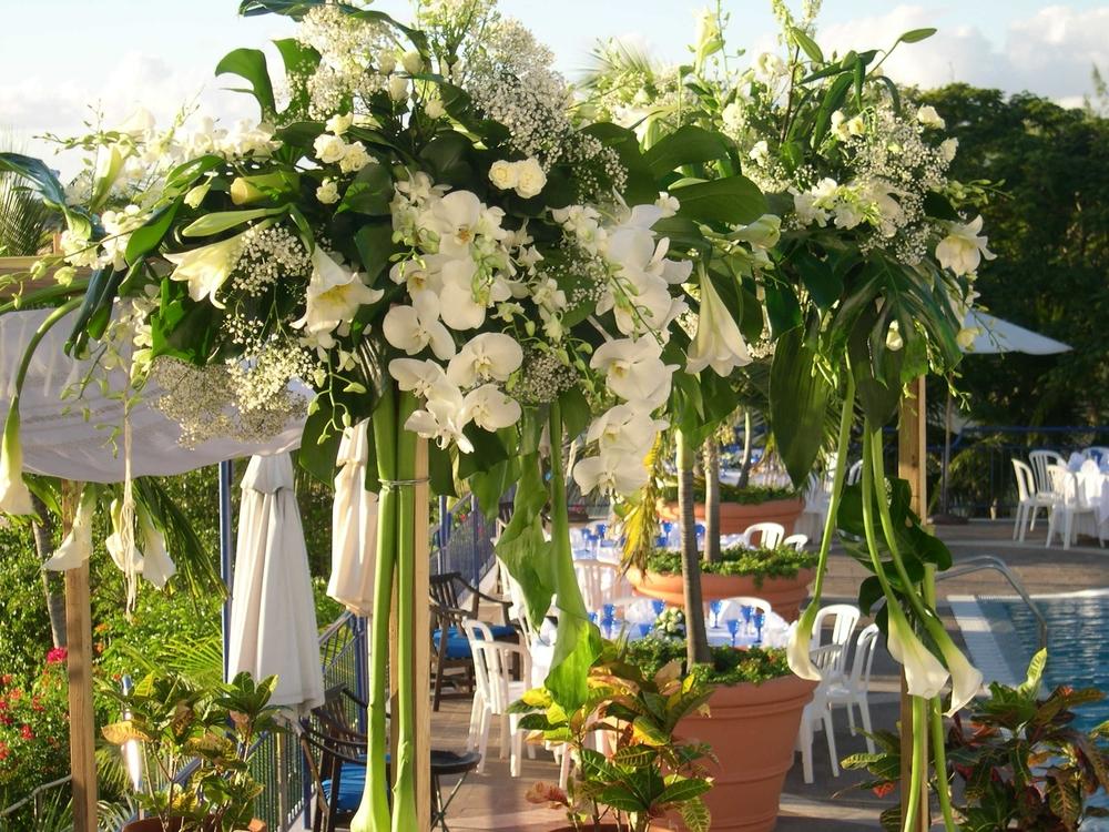 floral chuppah.JPG