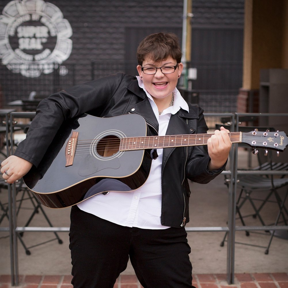 fayetteville-northwest-arkansas-train-station-dickson-street-senior-photos-musician-sunny-skaggs-photography.jpg