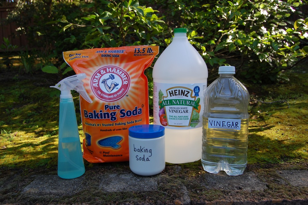 Cleaning with White Vinegar and Baking Soda
