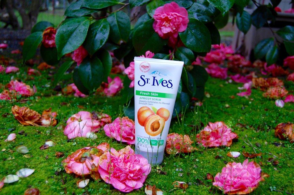 St. Ives Apricot Scrub, Exfoliator