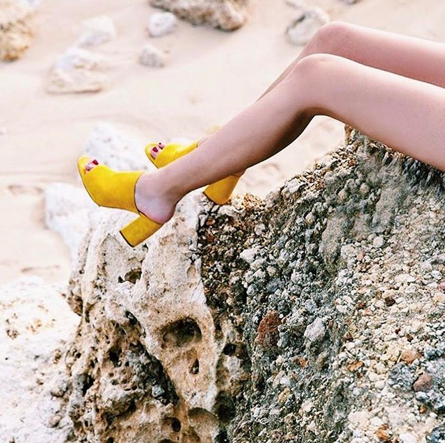 Like we said the other day, we're all about 🍋 inspo! @mgemi you are our spirit animal. #LDapproved. #FeetUpFriday