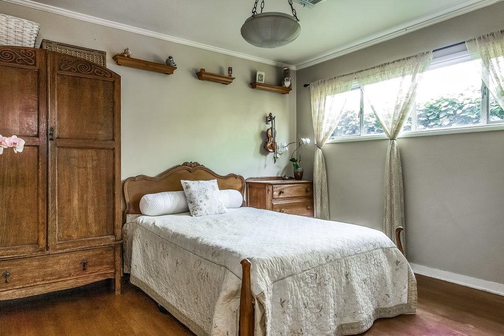 bedroom-p433287.jpg