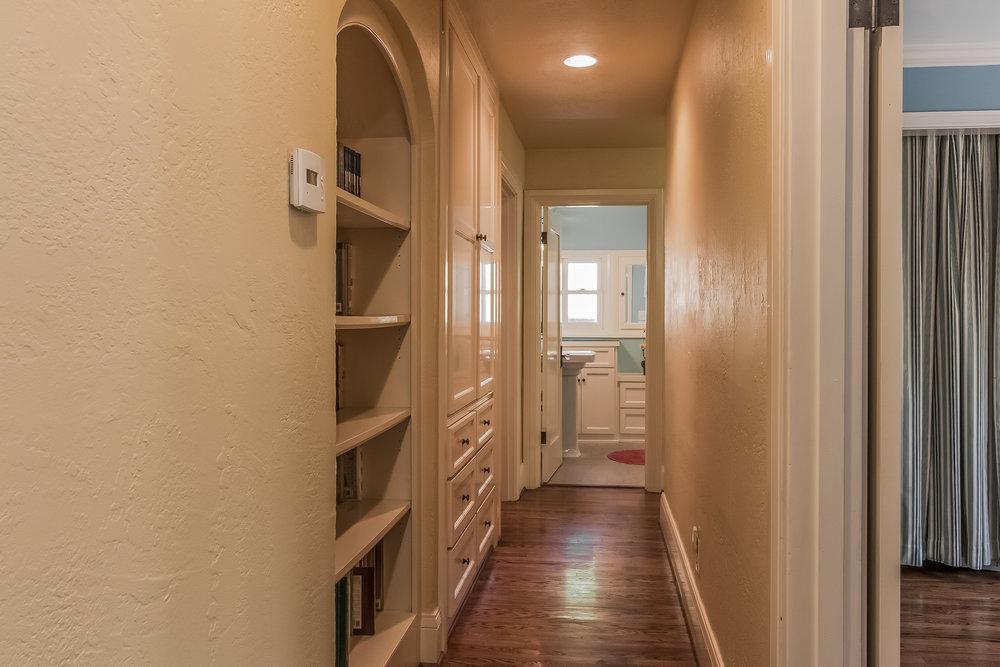 015-Hallway-1758107-medium.jpg