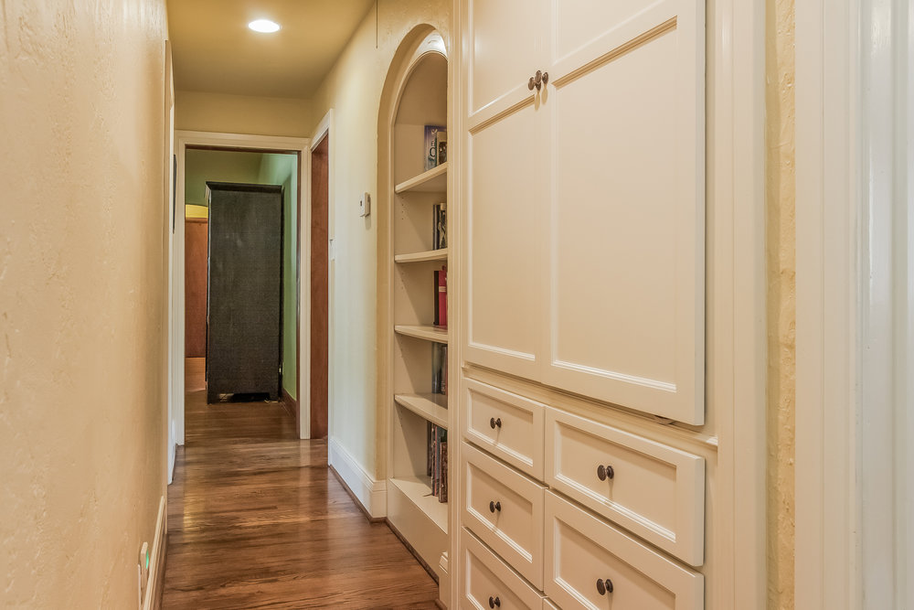 030-Hallway-1758113-medium.jpg