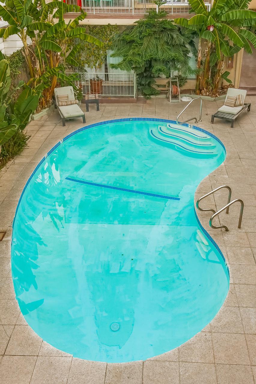 003-Pool-808258-medium.jpg