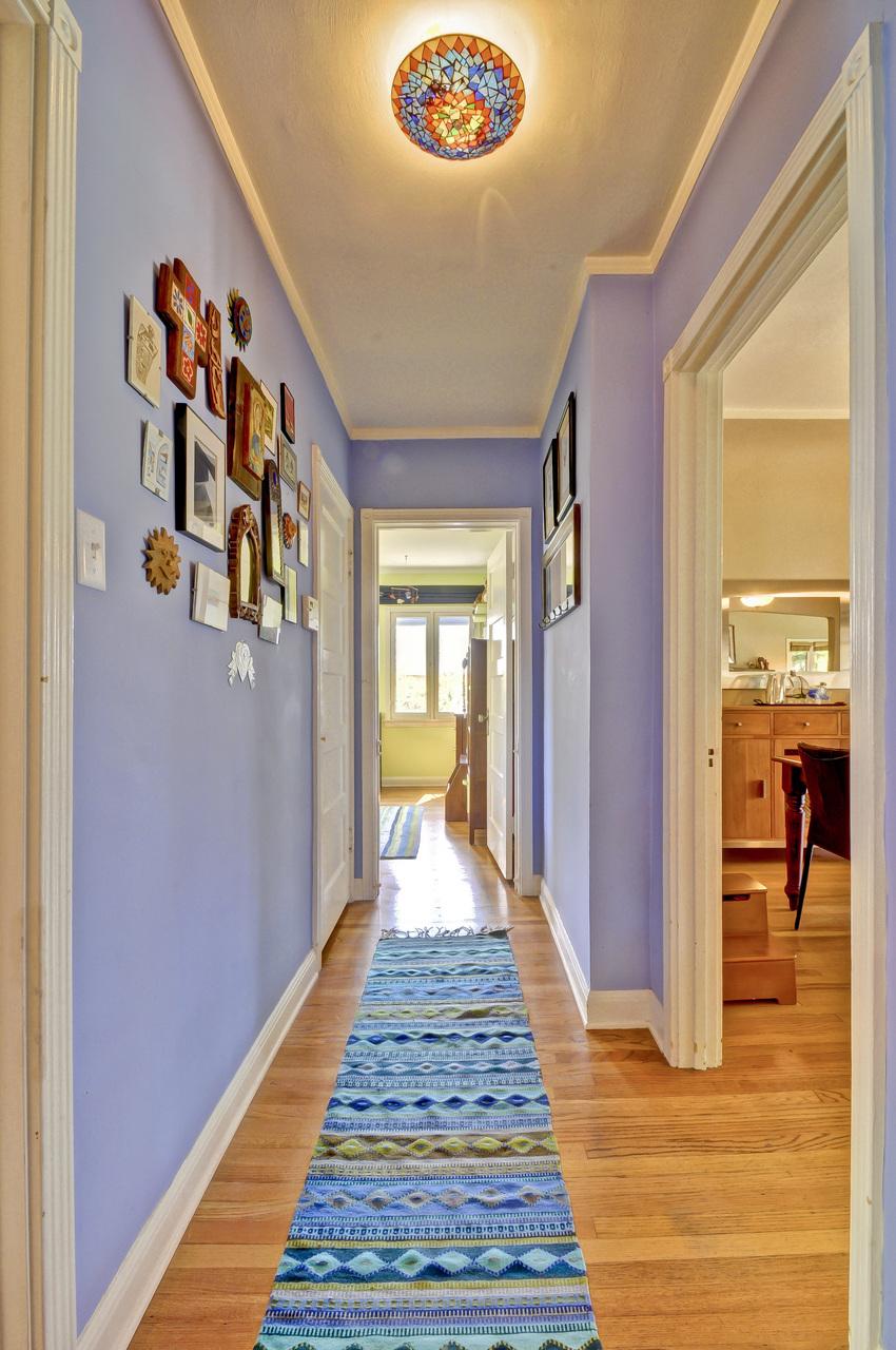 000-Hallway-372605-medium.jpg