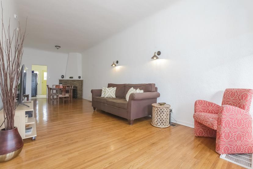 006-Living_Room-4517246-small.jpg