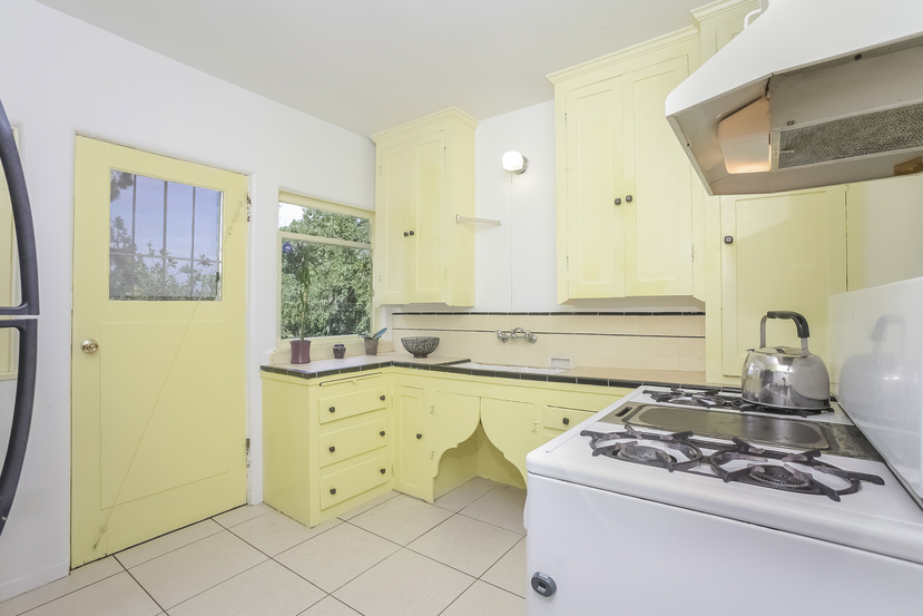 012-Kitchen-4517241-small.jpg