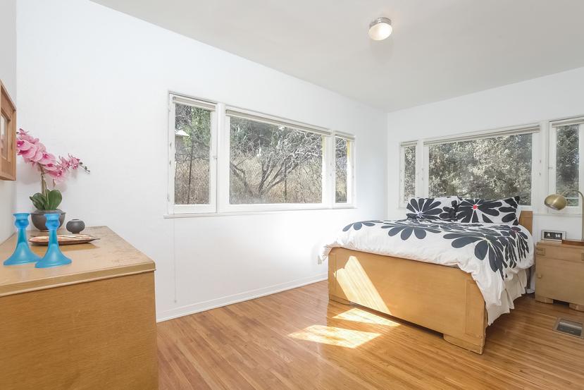 013-Bedroom-4517256-small.jpg