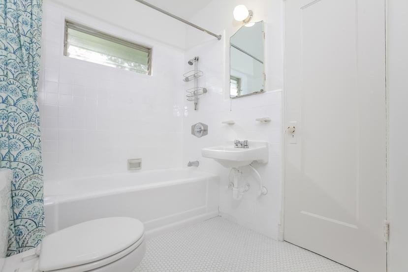017-Bathroom-4517253-small.jpg