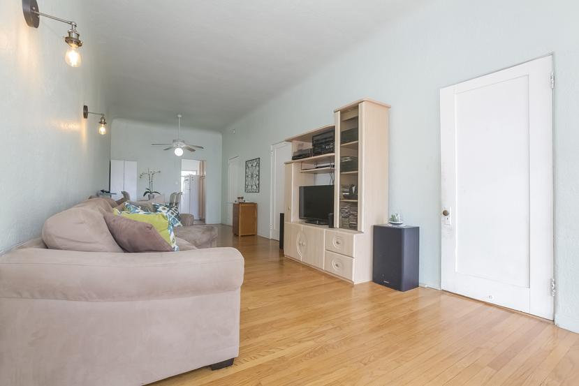023-Living_Room-4517225-small.jpg