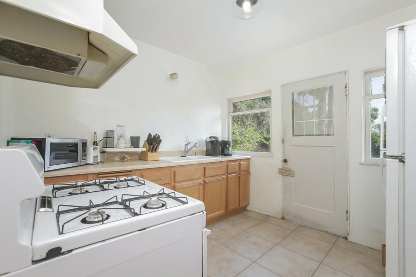 029-Kitchen-4526147-small.jpg