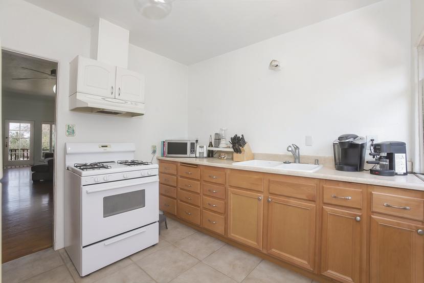 030-Kitchen-4526143-small.jpg