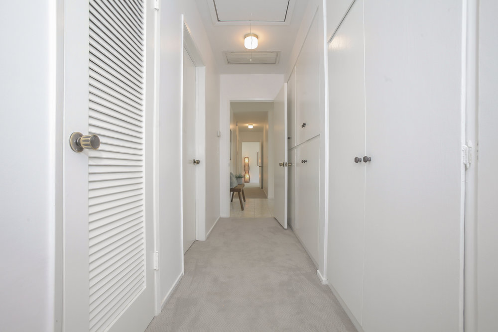 041-Hallway_to_bedrooms-4443083-medium.jpg