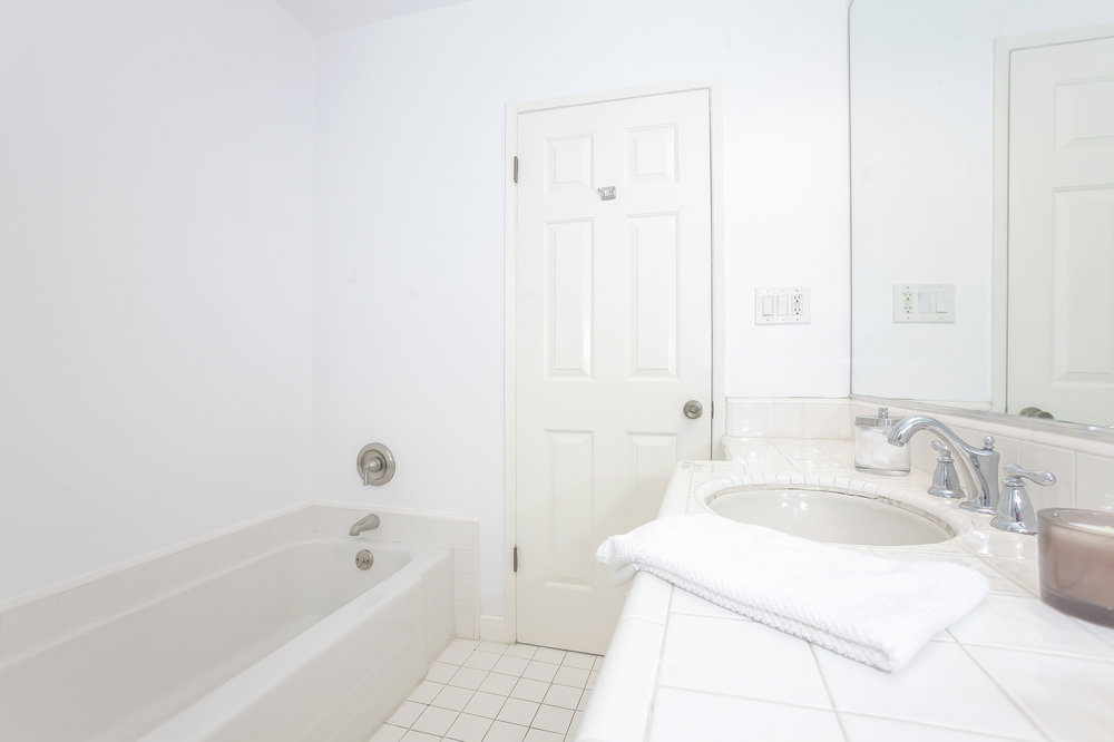015-Bathroom-4402526-medium.jpg