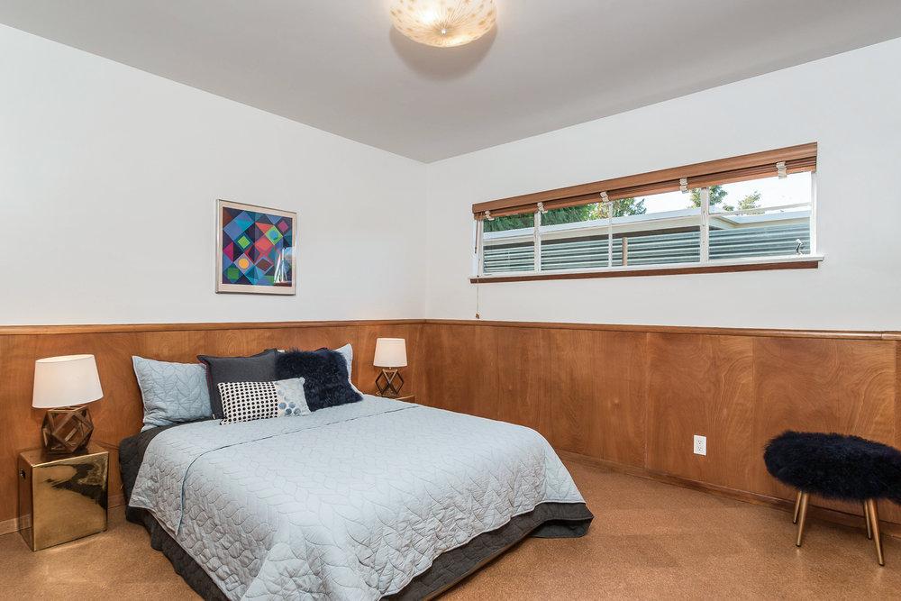 027-Bedroom-5028022-medium.jpg
