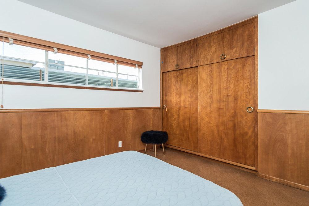 028-Bedroom-5028020-medium.jpg