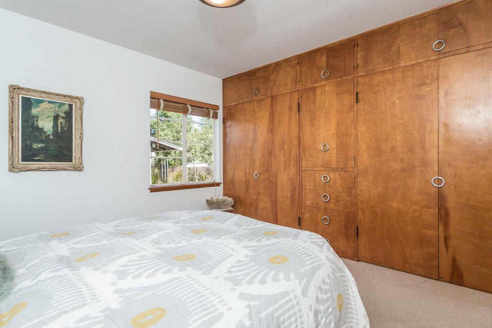 032-Bedroom-5028021-medium.jpg