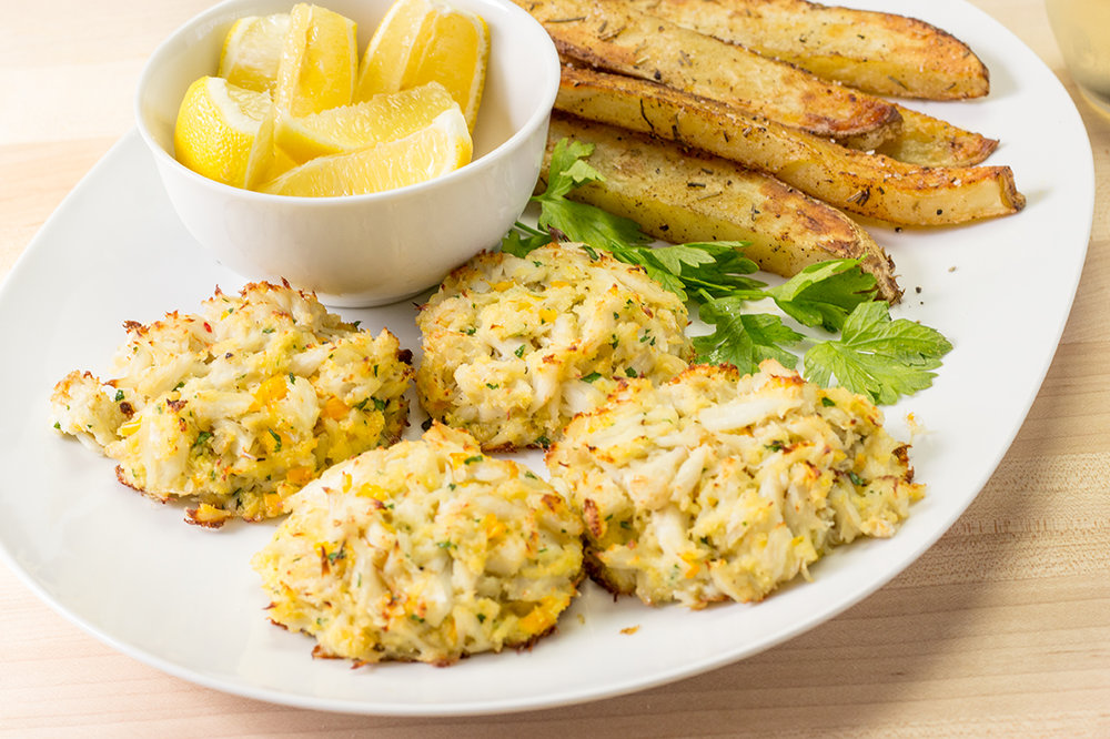 Crab Cakes on a Platter-2501.jpg