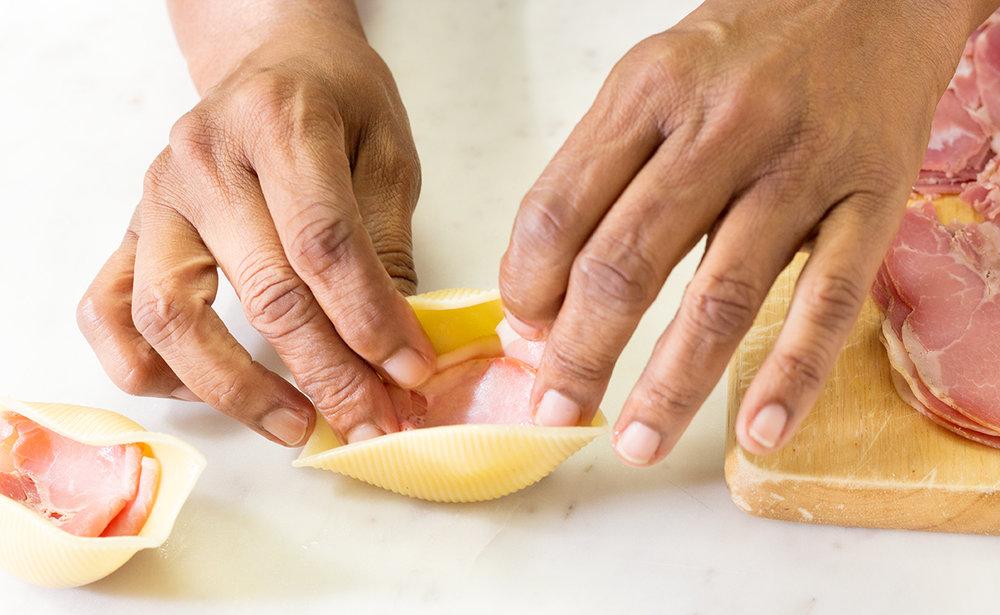 Stuffing Pasta Shells-2658.jpg