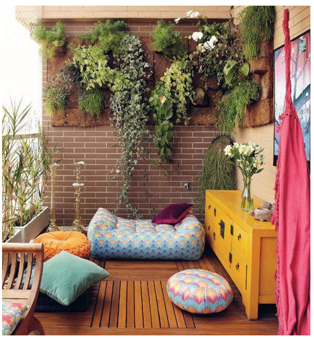 balcony decor with plants on a wall 2018-01-09_1229.png