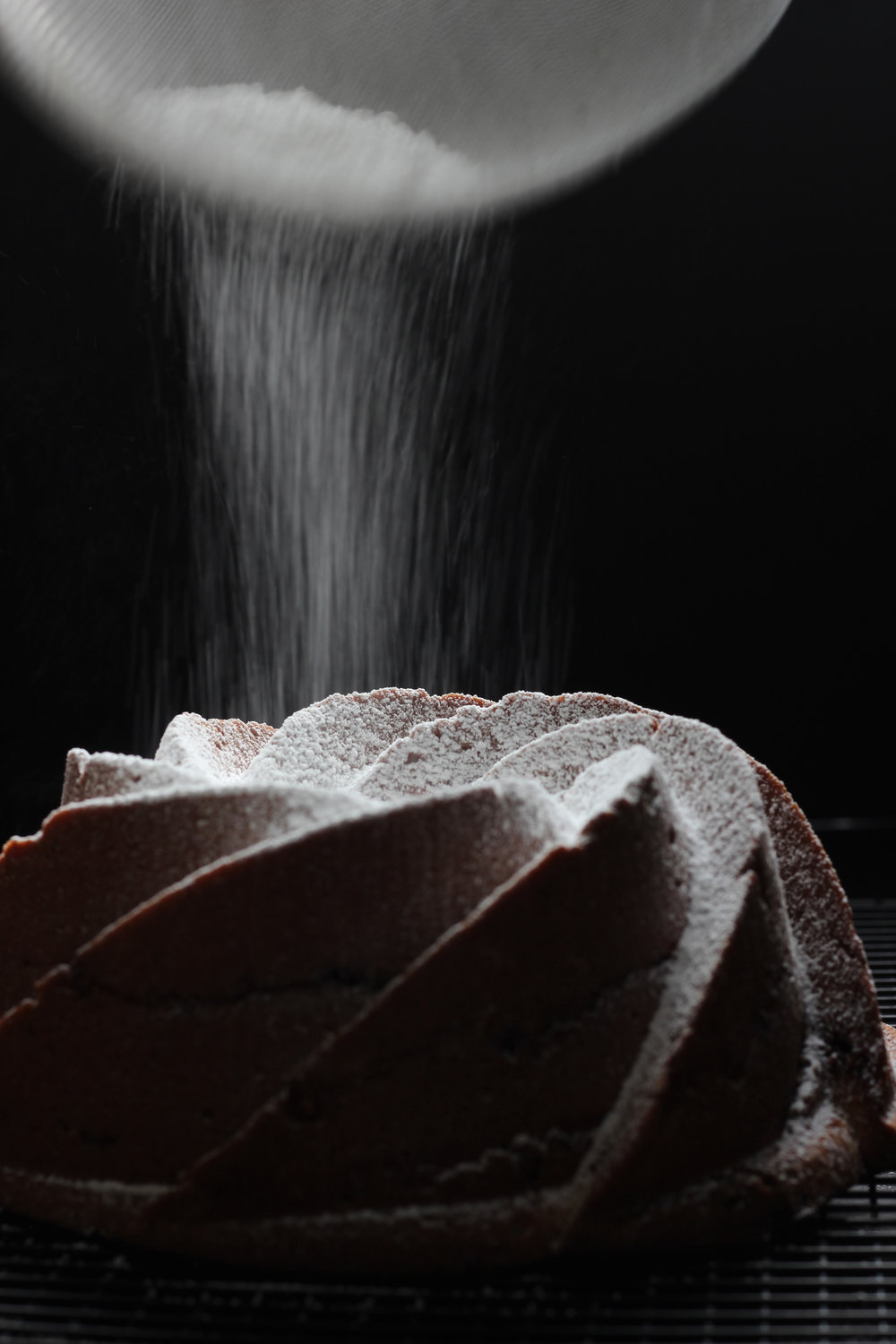 Powdered Sugar on Bundt Cake2 006.jpg
