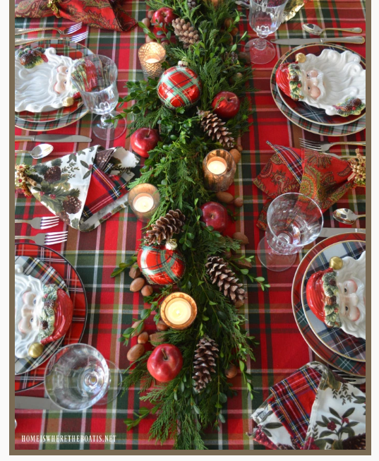 Plaid and green garlan Christmas tablesetting   source