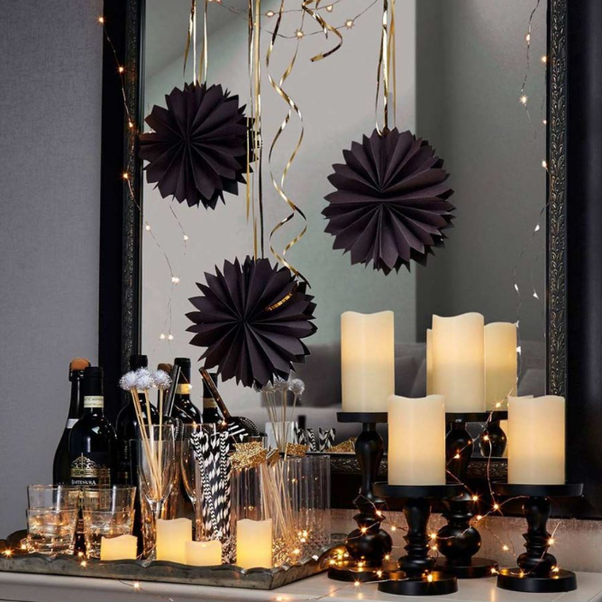 Black And White New Year S Eve Party Decoration Ideas Anns Liee