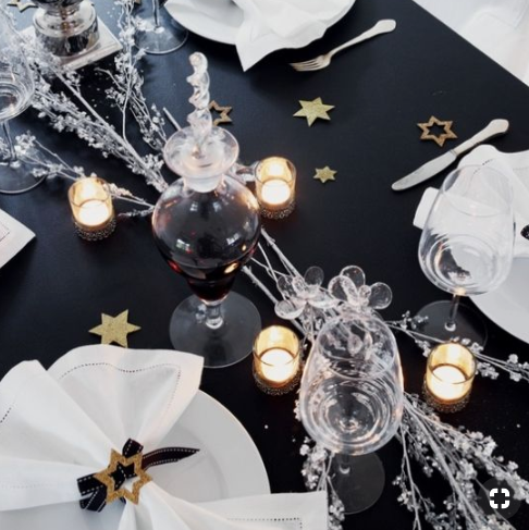 Black and white tablesetting   source