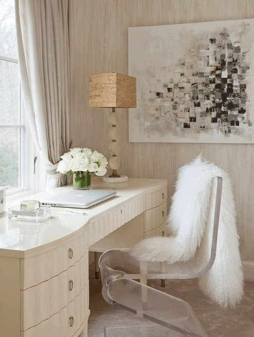 faux_fur_curved_acrylic_chair_2015-09-11_2102.png