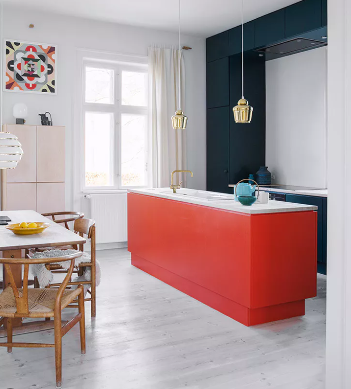 Blue as accent color in a kitchen source   Bo Bodre.dk