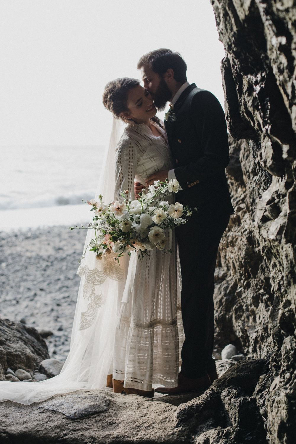 alixann-loosle-oceanside-oregon-wedding-11.jpg