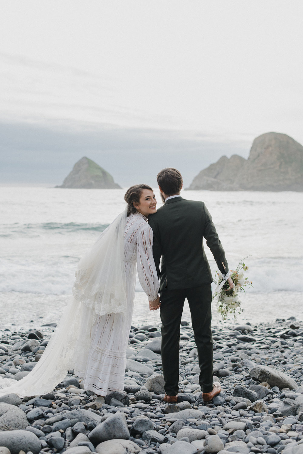 alixann-loosle-oceanside-oregon-wedding-14.jpg