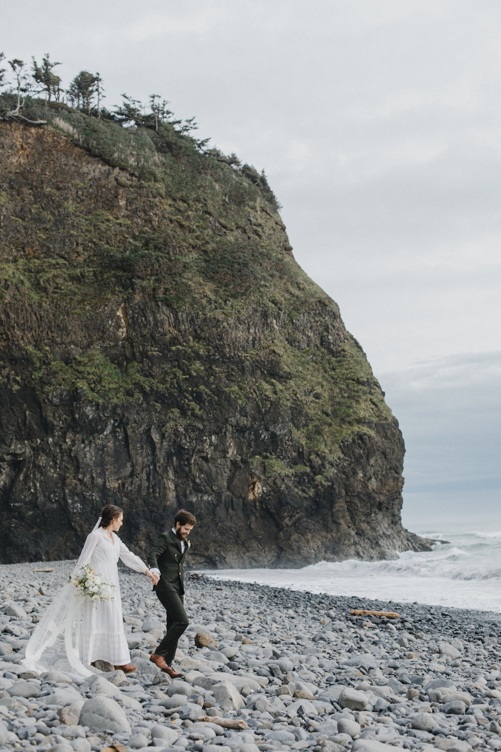 alixann-loosle-oceanside-oregon-wedding-18.jpg