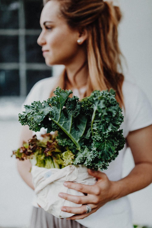 - ....Cloth bags. Breathable and great for storing leafy greens like kale.Dans le sac..Sacs en tissu.Respire, idéale pour les feuilles vertes comme le kale.Dans le sac....