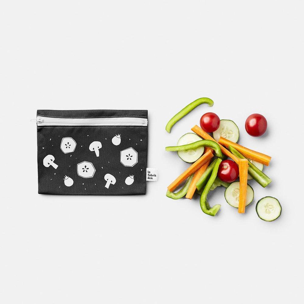 - ....Reusable zip bag. Perfect for cut fruit and vegetables on the go!La fabrik éco x Atelier Bang Bang..Sac réutilisables avec zip. Parfait pour les fruits et légumes coupés pour une collation rapide!La fabrik éco x Atelier Bang Bang....