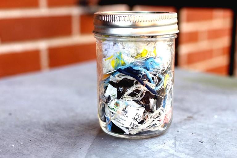 « Le pot (mason) de déchets »  Crédit: Les Trappeuses ''The trash jar'' Credit: Les Trappeuses