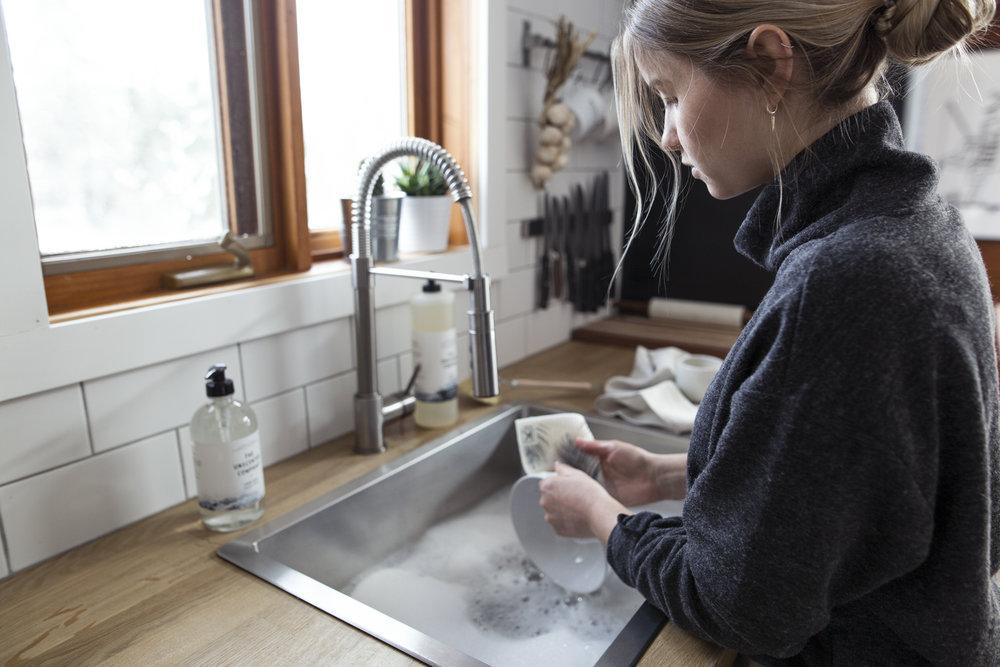 - ....Kliin: Marie-Pierre, the founder is Kliin is on a mission to make disposable paper towels something of the past. How does one go about shifting a habit so deeply-rooted in North American society? Marie-Pierre had an idea: by offering a better, eco-friendly option and adding eye-catching designs that will be a stylish addition to any home.Photo: Alex CD Photography..Kliin: Marie-Pierre, la fondatrice de Kliin, a pour mission de rendre le papier essuie-tout jetable une chose du passé. Comment changer cette habitude si bien ancrée dans nos mœurs nord-américains? En offrant une meilleure option écologique et en y ajoutant des designs attachants qui sauront se mettre en valeur dans n'importe quel décor. Voilà le coup de génie de Marie-Pierre!Photo: Alex CD Photography....