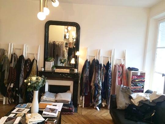 Il s'agit du magnifique showroom typiquement parisien de la sublime  Sarah Gielen qui a précédemment travaillé pour Isabel Marant, YSL et tant d'autres... autant vous dire que j'étais très impressionnée. Son showroom est situé rue de Rivoli 1er (donc très très bien placé) et propose plusieurs marques (dont JUNE 7.2 et BONNIE PARKER JEWELRY !!!)