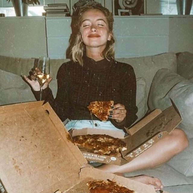 Mood 🍂 . #cocooning #mood #pizza #life