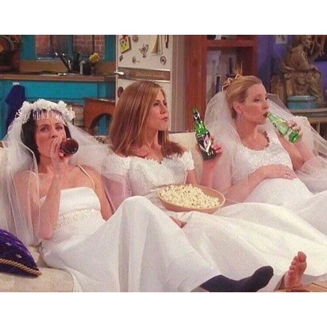 Iconic - I'll be there for youuuu 🎶  #friends #monicageller #rachelgreen #phoebebuffay #90svibes