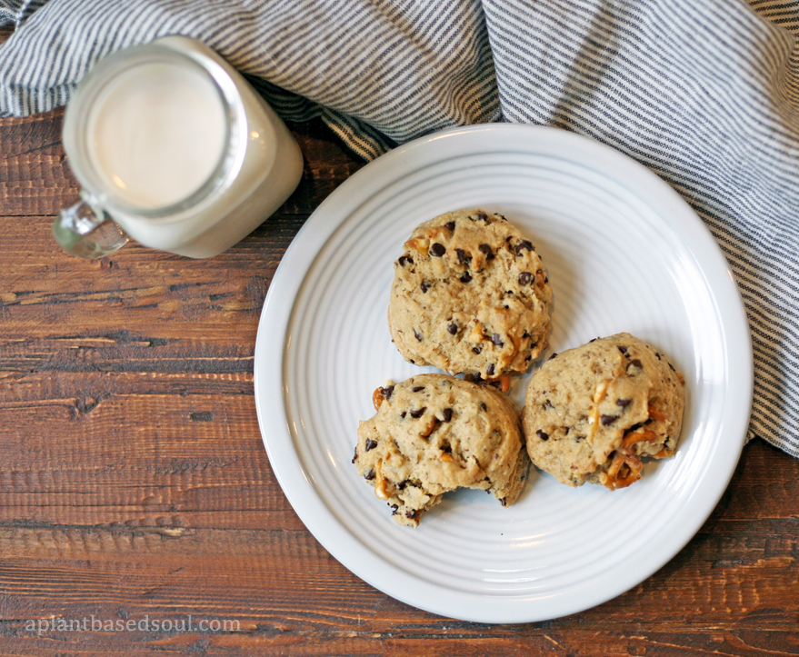 Chocolate chip pretzel cookies vegan