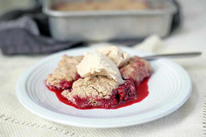 vegan and gluten free blackberry almond cobbler