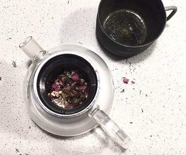 When you make a mess making tea then realise it looks pretty 🌹💐