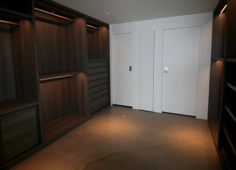 Master closet 2