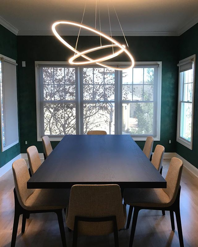 Formal dining // @nemolighting chandelier, @bonaldospa dining table and @poliform_official dining chairs . . . #formaldining #westdesmoines #italiandesign #modernfurniture #contemporaryfurniture #interiordesign #contemporarydesign #interiors #bonaldo #nemolighting #poliform #projectscontemporaryfurniture