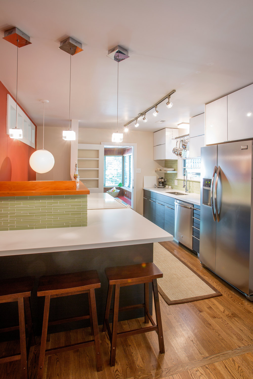 Kitchen & Bar Seating. (Photo: Kent Eanes)