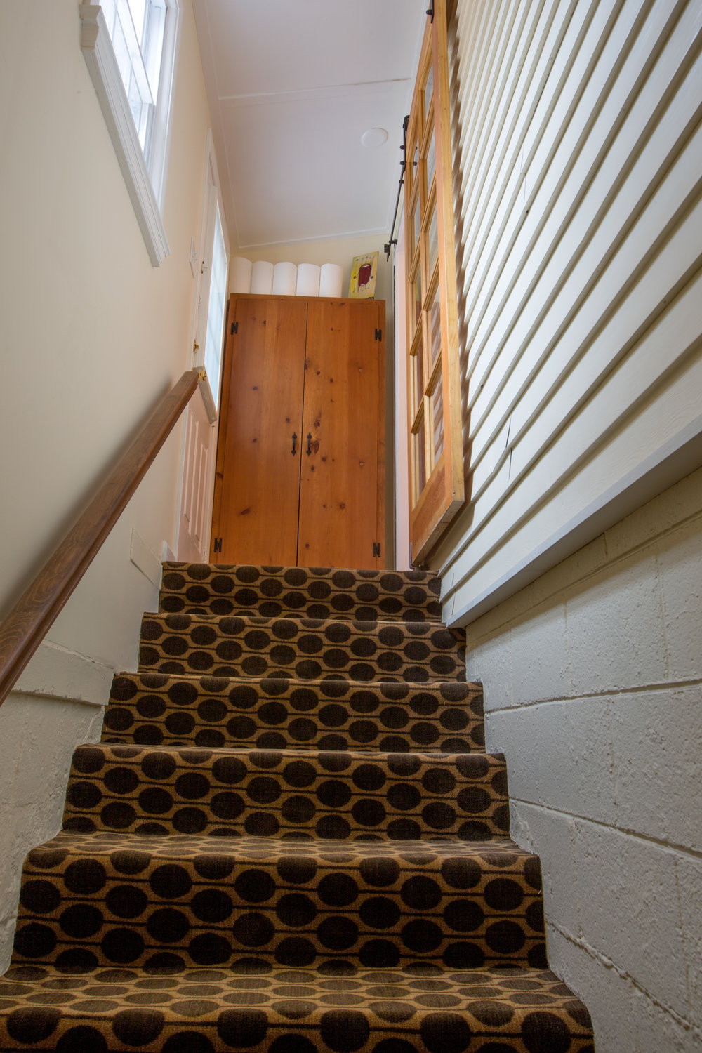 Stairwell to open Basement. (Photo: Kent Eanes)
