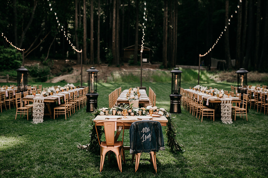 Epic seating arrangements (via @greenweddingshoes)